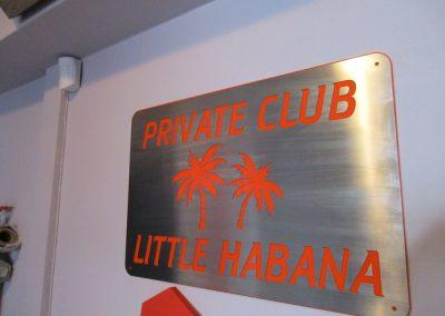 Табелa с лице от прорязан INOX и основа от цветен плексиглас Private Club Habana