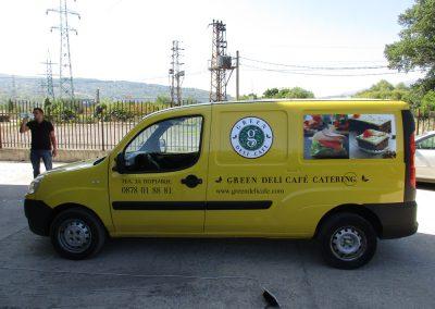 Облепване на автомобил на фирма Green Deli Café